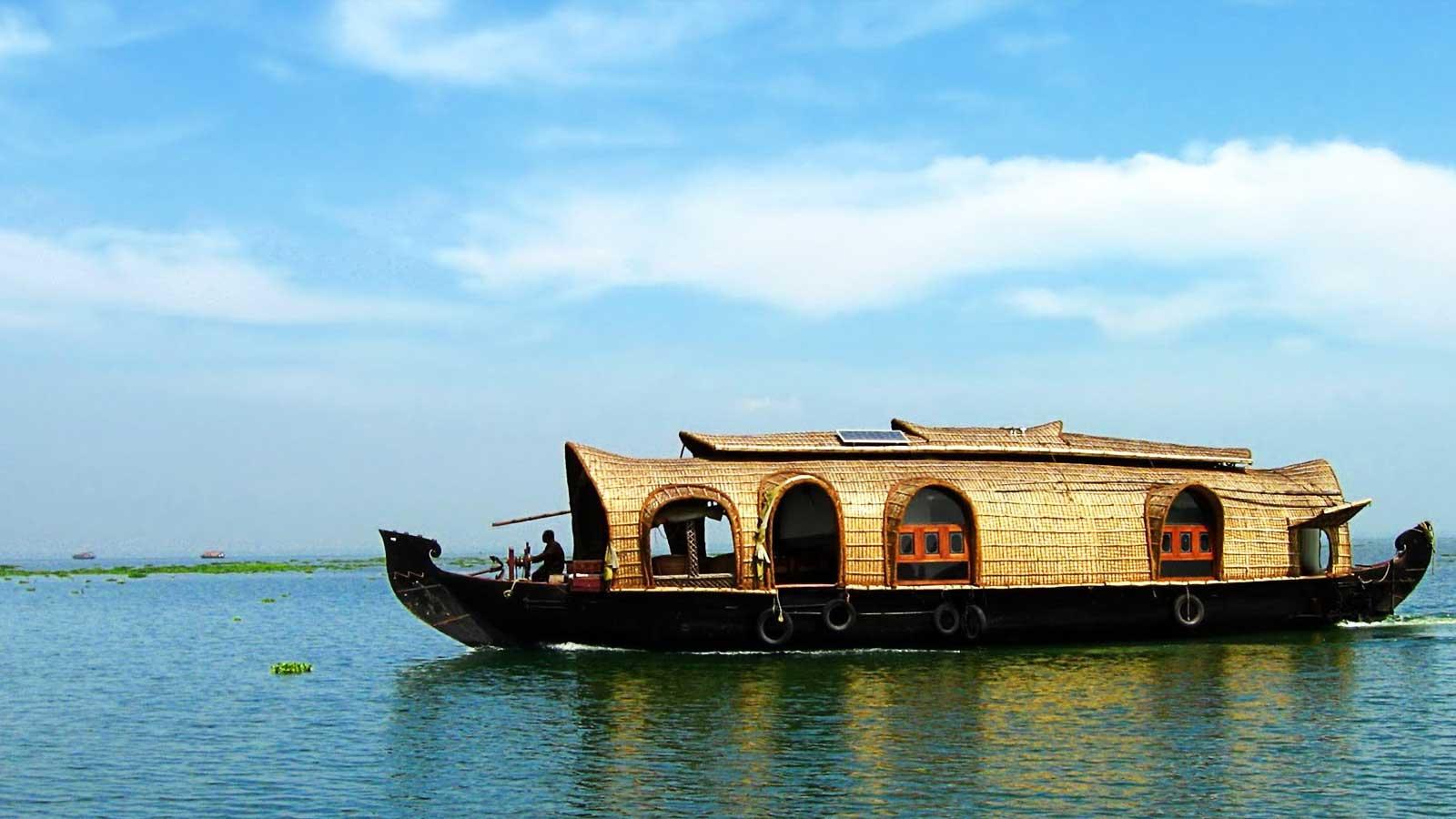 Enjoy Houseboats in Kumarakom